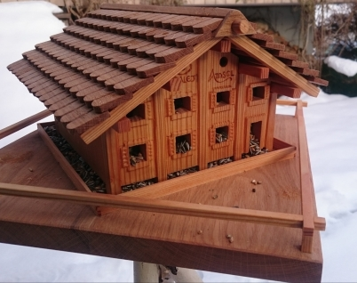 Vogelfutterhaus
