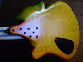 geschnitzter Bass Chamäleon